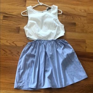White and blue wasit cut dress